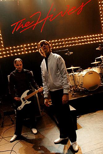 2004-11-07 - The Hives - Soundcheck spelar på Cirkus, Stockholm