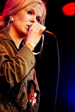 2007-06-29 - The Concretes spelar på Peace & Love, Borlänge