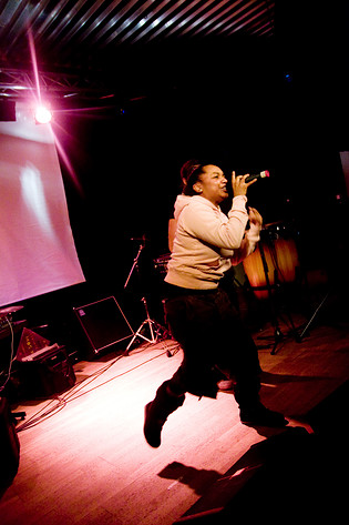 2007-12-01 - Ayesha performs at Digital Tone Festival, Umeå
