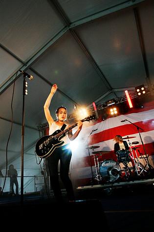 2008-07-19 - Sahara Hotnights spelar på Rockperry, Vasa