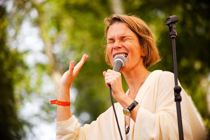 2009-07-24 - Anna Järvinen spelar på Skankaloss, Gagnef