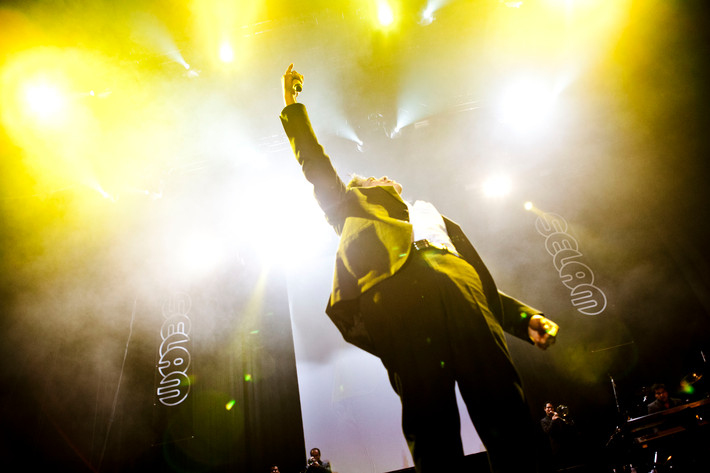 2011-07-02 - Américo performs at Hovet, Stockholm