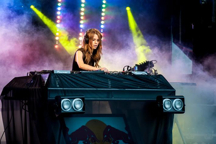 2012-07-14 - Victoria Tinggren spelar på Open Air Housefestival, Växjö