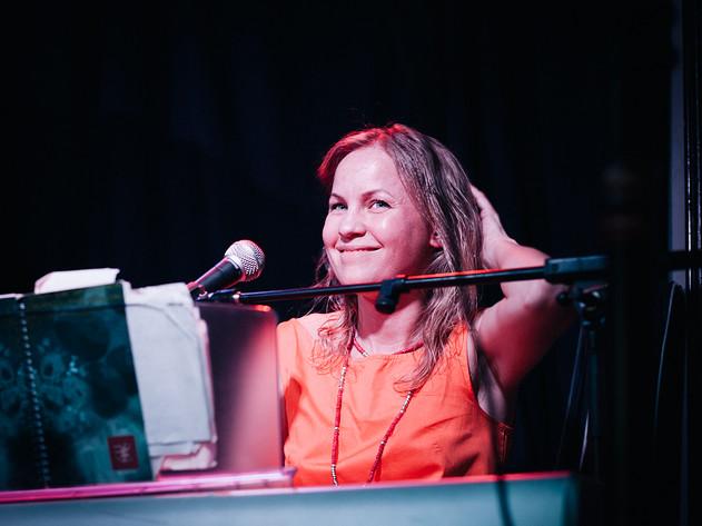 2013-06-01 - Carita Boronska spelar på Röstångafestivalen, Röstånga