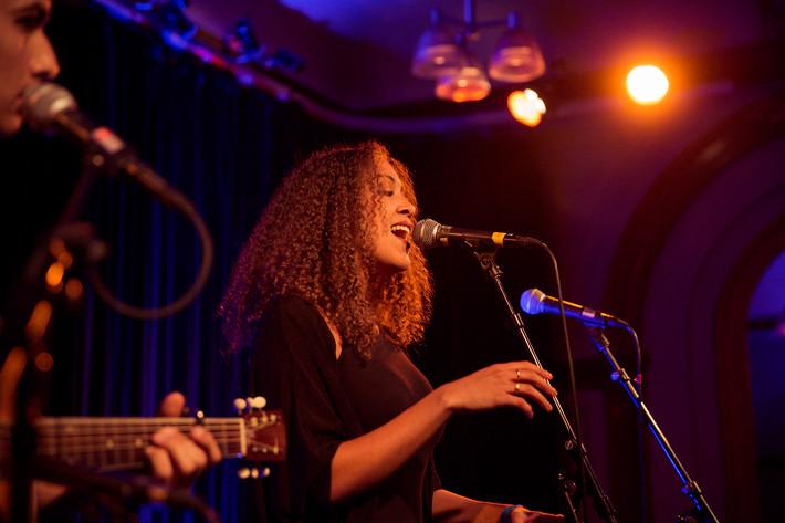 2014-10-31 - Sabina Ddumba & Melinda De Lange spelar på Nalen, Stockholm