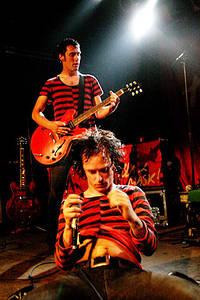 2004-05-21 - The (International) Noise Conspiracy spelar på Berlin SO 36, Berlin
