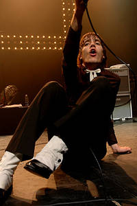 2004-11-07 - The Hives performs at Cirkus, Stockholm