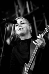 2007-07-28 - Anna Ternheim performs at Storsjöyran, Östersund