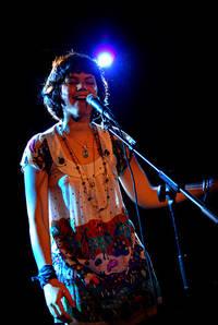 2007-10-24 - Soko performs at Debaser Slussen, Stockholm