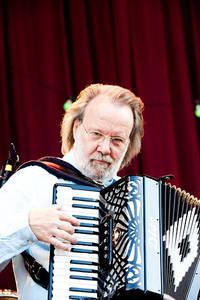2009-06-28 - Benny Anderssons Orkester performs at Skansen, Stockholm
